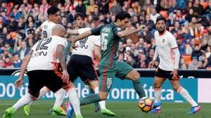 O Valencia vence o Athletic e afástase do descenso (2-0)