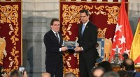 O presidente encargado de Venezuela recibe as chaves da vila de Madrid