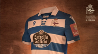 As novas camisetas do Deportivo locen raias horizontais