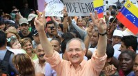 O opositor venezolano Antonio Ledezma foxe do arresto domiciliario e sae do país