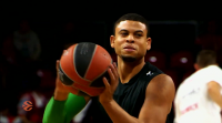 O base Ray McCallum ficha no Breogán