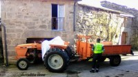 Falece un home ao sufrir un accidente co tractor e chocar contra unha casa