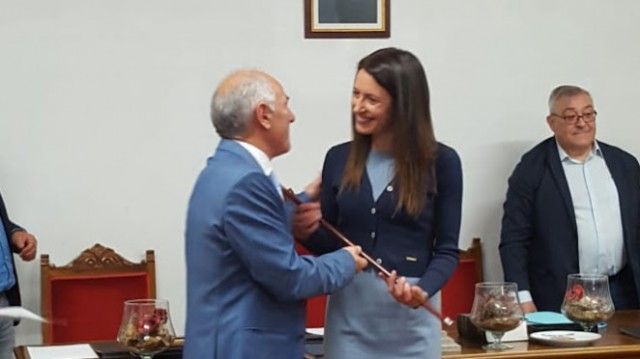 María José Gómez, do PP, estrease no cargo de alcaldesa de Guntín da man do seu antecesor