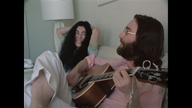 Sae á luz un vídeo inédito do 'Give peace a chance' con Jonh Lennon e Yoko Ono